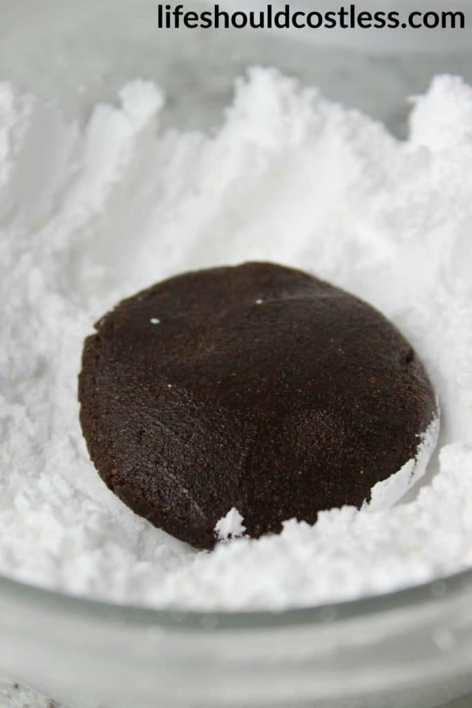 Spicy Chocolate Crinkle Cookies with a hint of cinnamon and cayenne pepper. {lifeshouldcostless.com} .