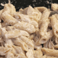 Easy CrockPot Chicken Alfredo