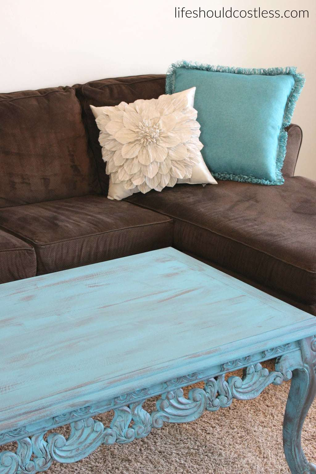 Turquoise Coffee Table Make-Over In Americana Decor Treasure. With new decorative pillows.