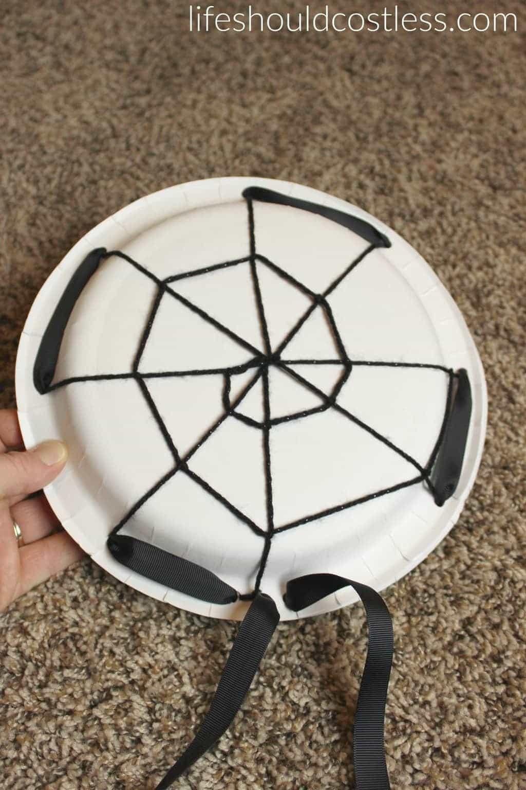Halloween Spider Web Treat Plates. See this and many more popular seasonal pins at lifeshouldcostless.com.