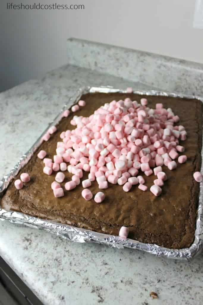 Peppermint Marshmallow Brownies. Feed a crowd this Holiday season with these delicious and gooey brownies. More popular recipes found at lifeshouldcostless.com