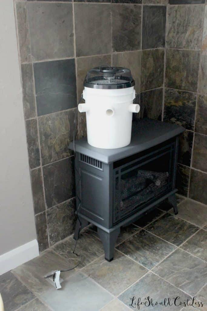 Bucket air conditioner, redneck air conditioner 5 gallon bucket.