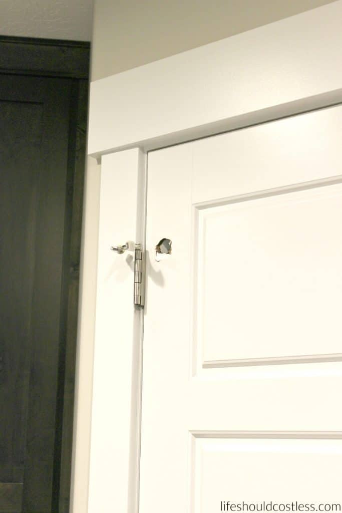 How do you patch a hole in a hollow door. lifeshouldcostless.com