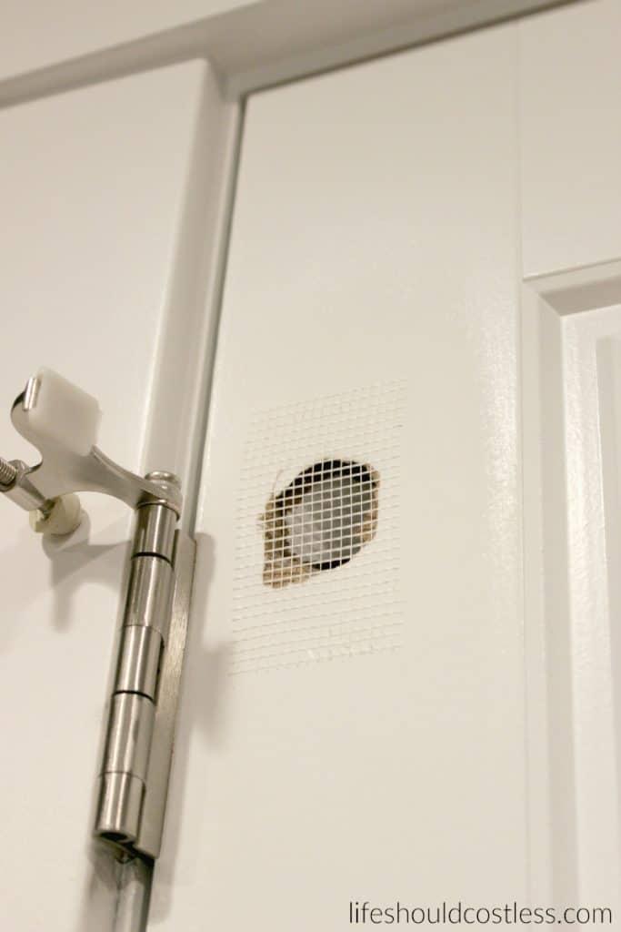 Fixing hole in hollow door. lifeshouldcostless.com