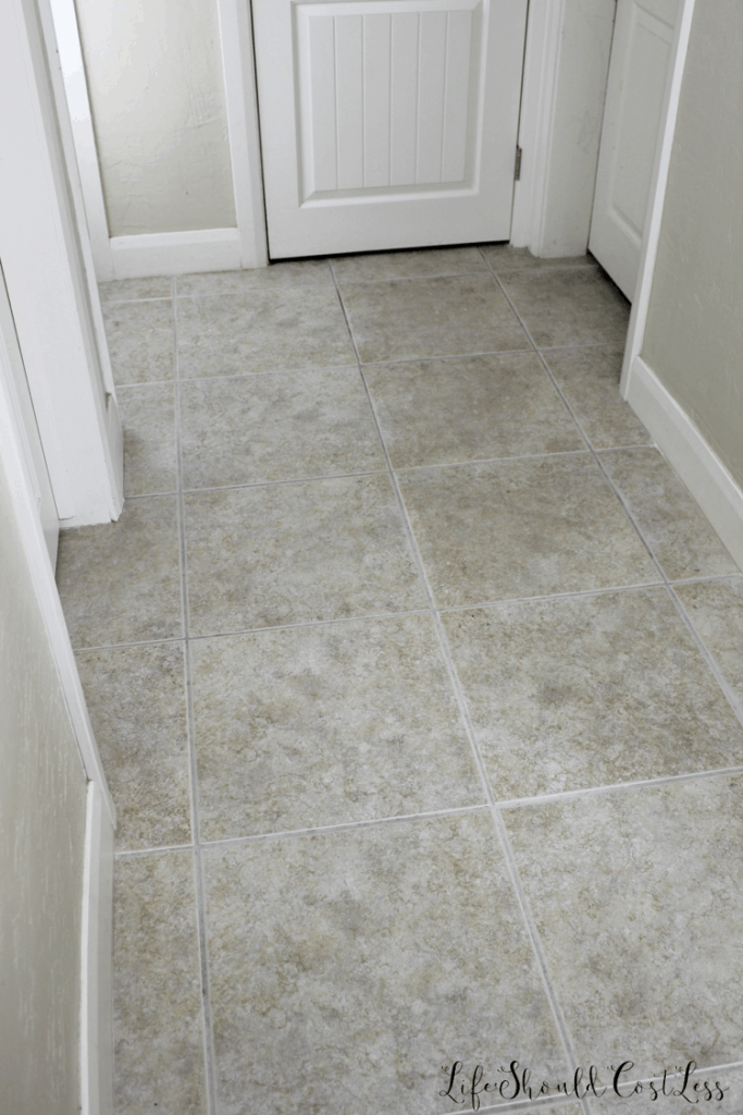 Professional level grout cleaning at home. lifeshouldcostless.com