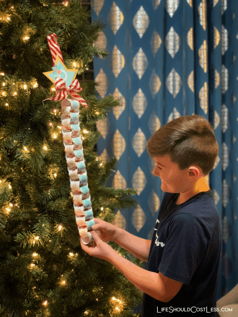 CHRISTMAS ADVENT PAPER CHAIN FREE PRINTABLE KIDS CRAFT