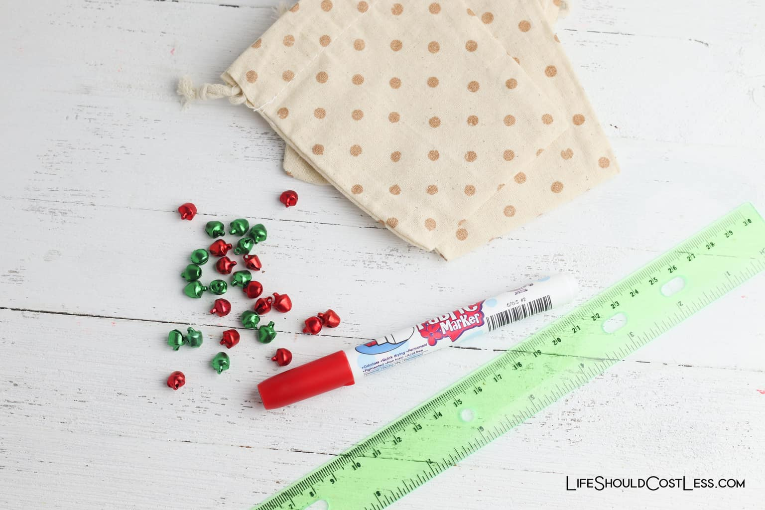 Easy Tic Tac Toe Game Christmas Kids Craft lifeshouldcostless.com