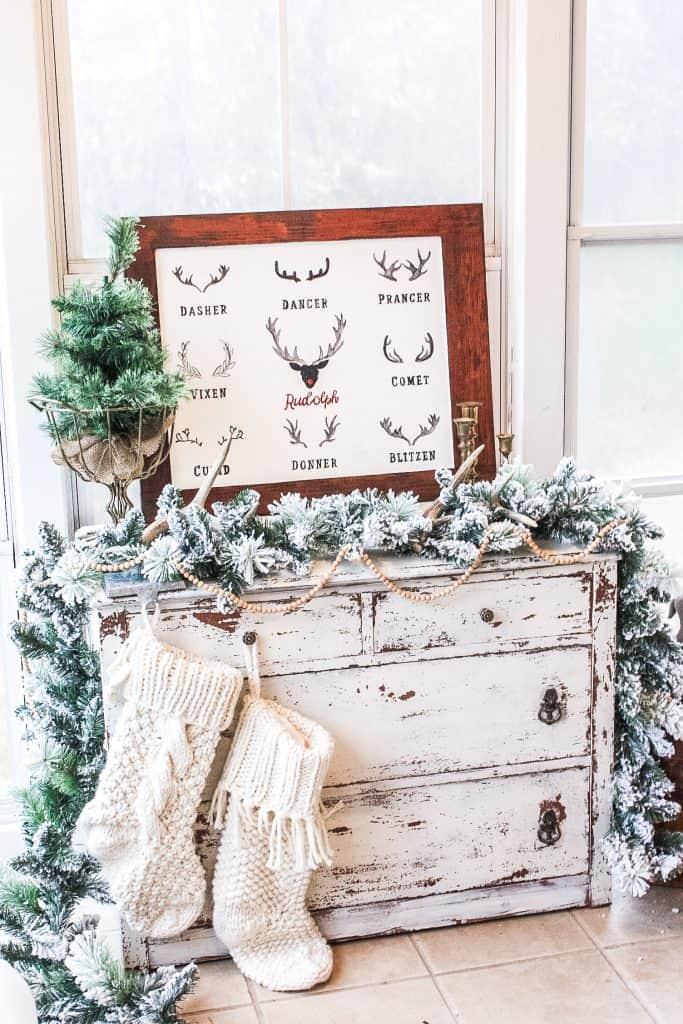 DIY Farmhouse Decor Christmas Reindeer Sign