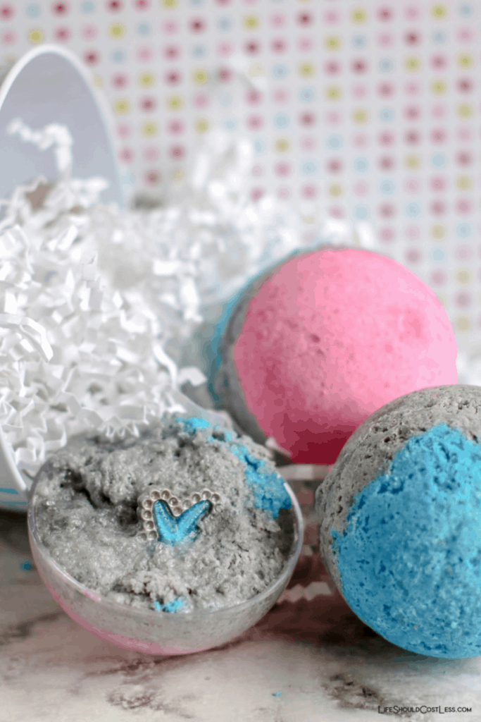 The Best Hidden Jewelry Bath Bomb Tutorial lifeshouldcostless.com