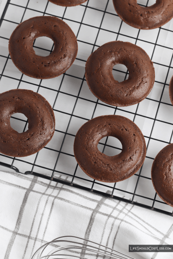 How To Bake Delicious Chocolate Donuts lifeshouldcostless.com