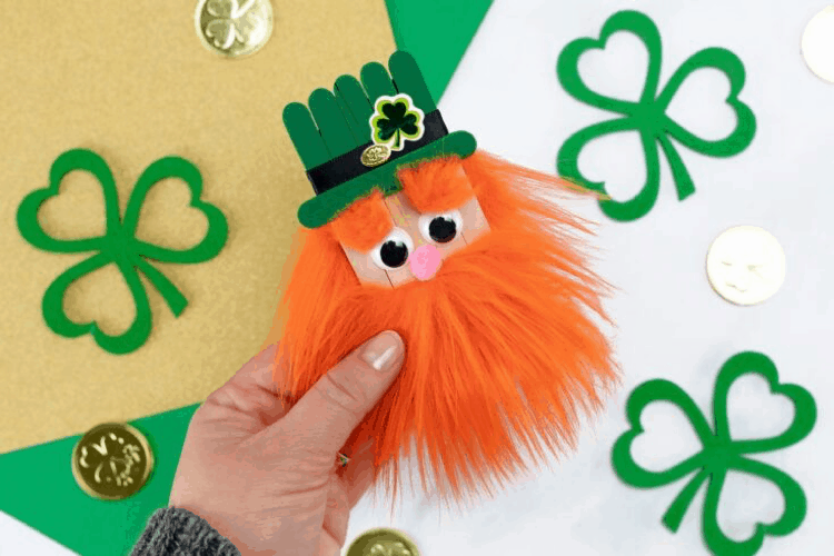 How to make a leprechaun with popsicle sticks st patricks day art and craft. lifeshouldcostless.com