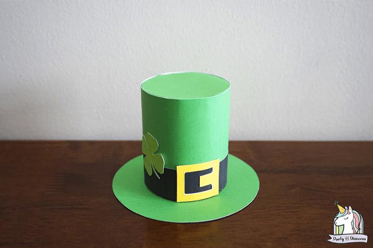 Leprechaun hat making tutorial for st patricks day kid craft. lifeshouldcostless.com