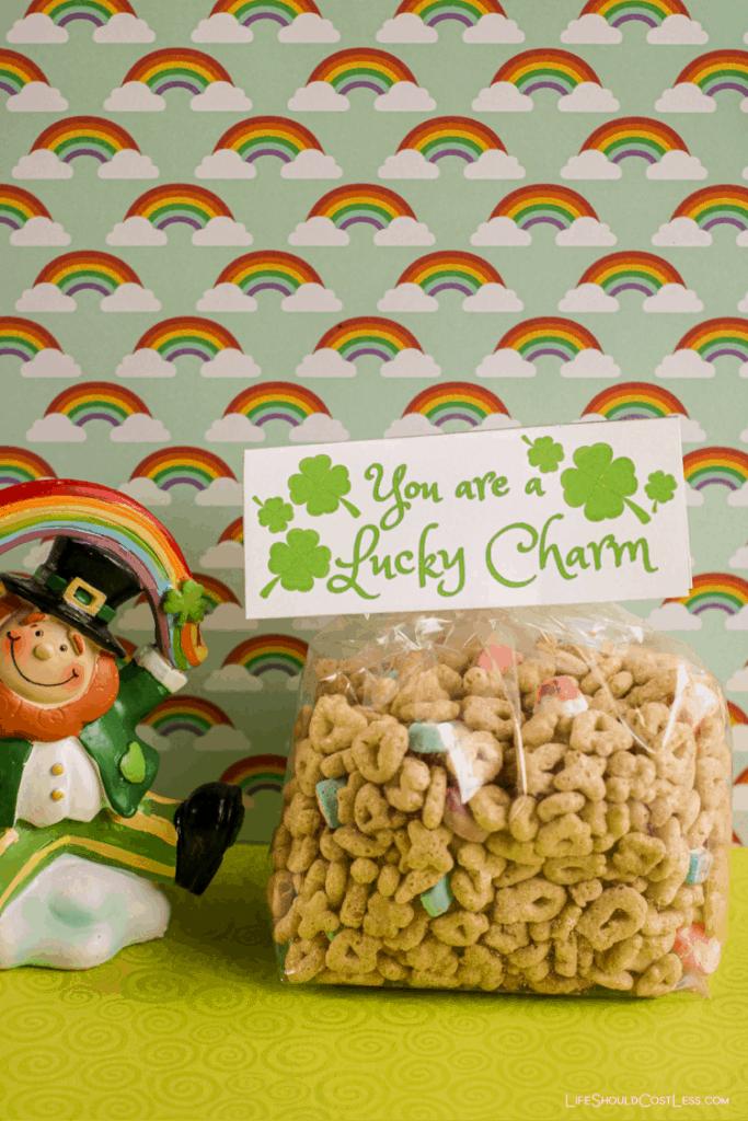 St. Patrick's Day Printable Signs, Free treat bag printable. lifeshouldcostless.com