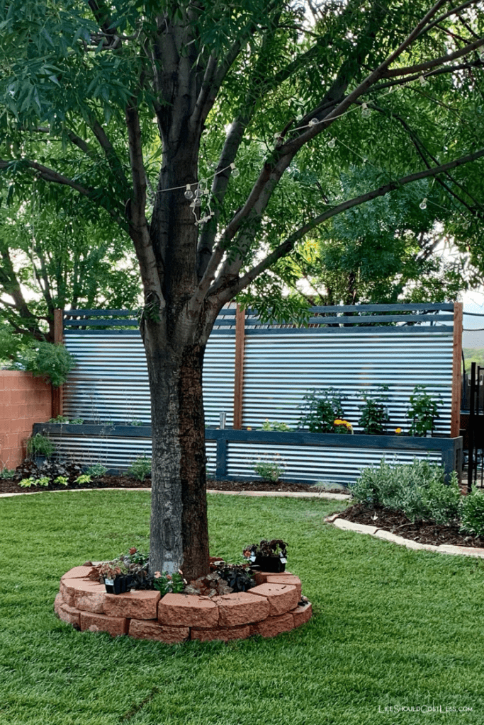 DIY Farmhouse Corrugated Metal Fence With Built-In Planter Box Build. lifeshouldcostless.com